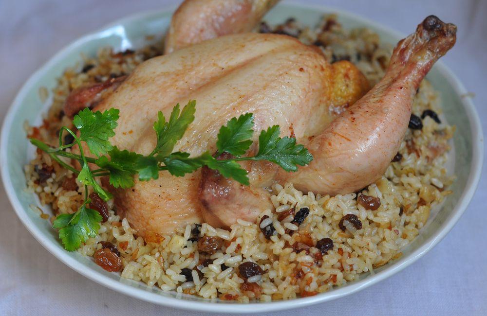 Для полноты меню можно добавить стручковую фасоль, перемешанную с жареным миндалем.