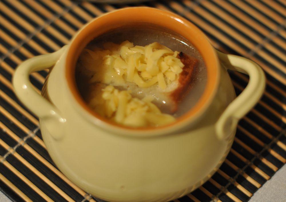 как приготовить луковый суп в горшочке с гренкой