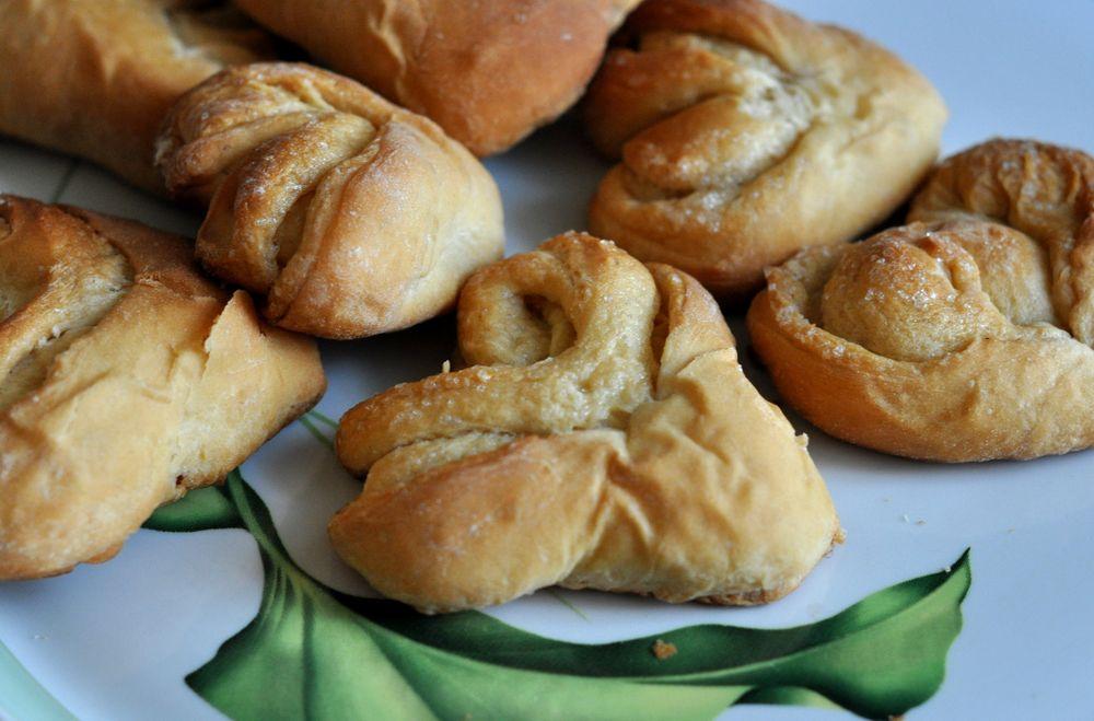 А можно сделать другую выпечку, вот только подготовить тесто в хлебопечке будет быстрее!