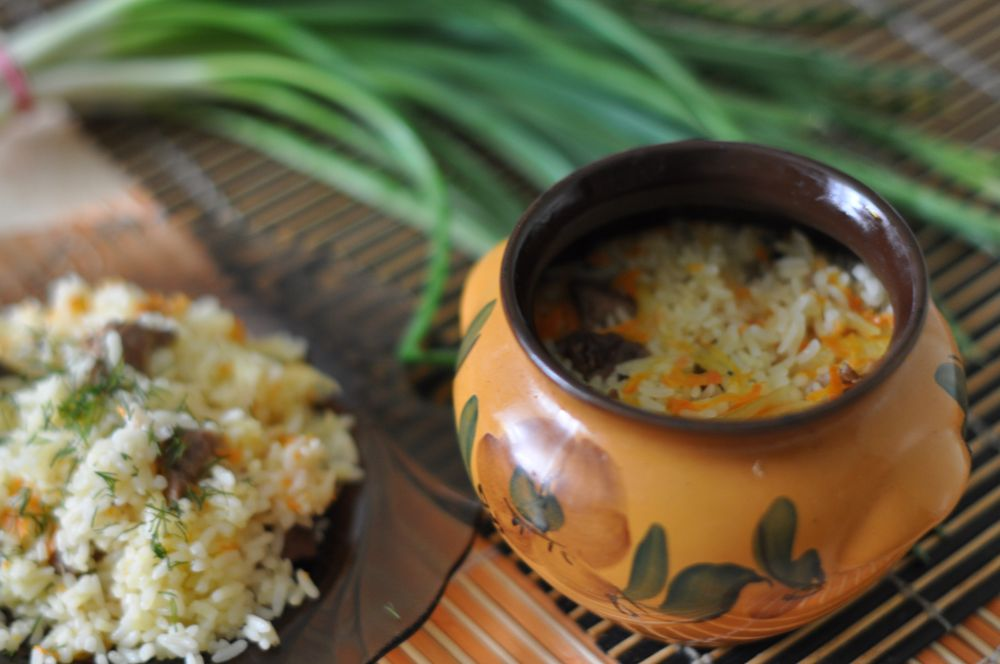 рис в горшочках с мясом в духовке