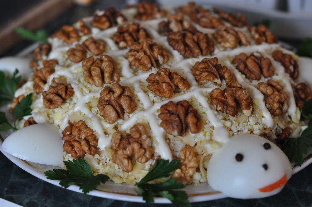 салат с грецким орехом и черносливом