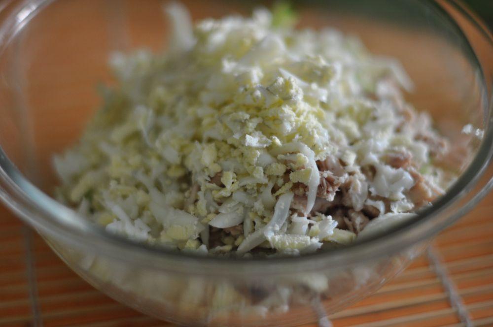 рецепт салата из чернослива и курицы и огурцов
