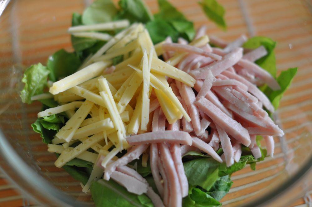 Салат из ветчины сыра