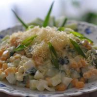 Салат с кукурузой и свежим огурцом