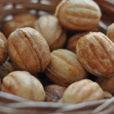 Орешки с варёной сгущёнкой