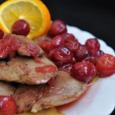 Печень кролика с карамелизированными яблоками и чатни