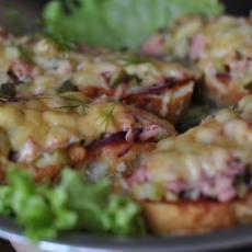 Мини-пицца на батоне
