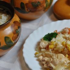 Рис с курицей и овощами в горшочке