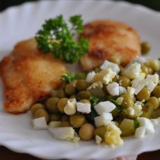 Салат с горошком и огурцом