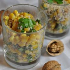 Салат с кукурузой и грецкими орехами