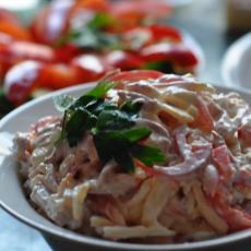 Салат с ветчиной, сыром и сладким перцем