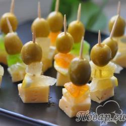 Канапе с сыром и мармеладом