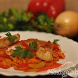 Рыба жареная с овощами