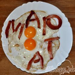 Яичница глазунья - поджаренные яйца