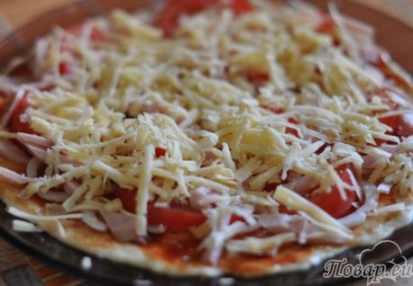 Бездрожжевая пицца в микроволновке с начинкой и сыром