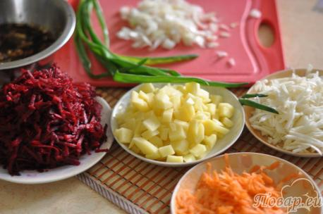 Борщ вегетарианский в мультиварке: подготовка овощей