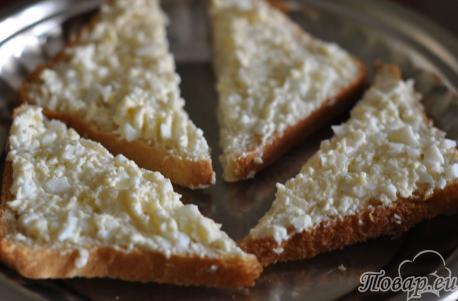 Бутерброды с киви: сырная масса на хлебе