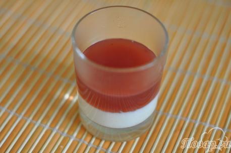 Слой ягодного киселя для приготовления десерта из киселя для малышей