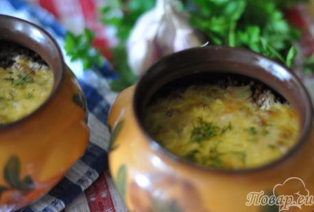 Гречка с куриными сердечками в горшочках: готовое блюдо