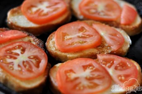 Гренки с помидорами и сыром: помидоры