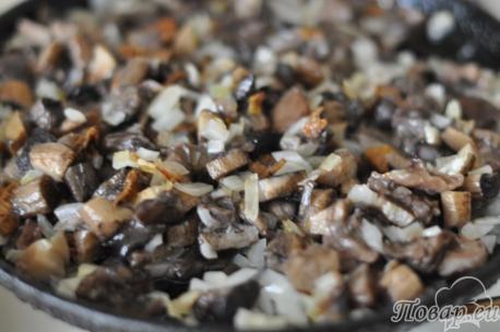 Грибы с луком для  приготовления грибного супа-пюре со сливками