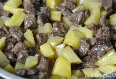Как правильно приготовить гуляш из говядины: картофель