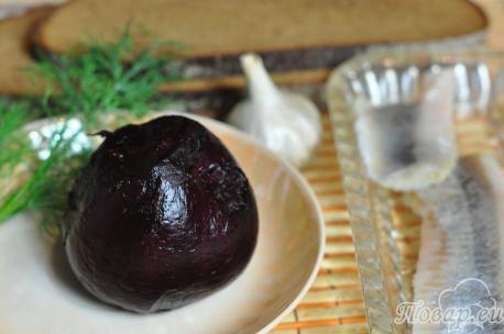 Канапе со свёклой и сельдью: продукты