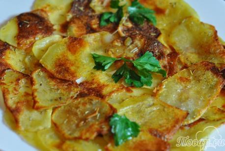 Картофельные чипсы в духовке: готовое блюдо