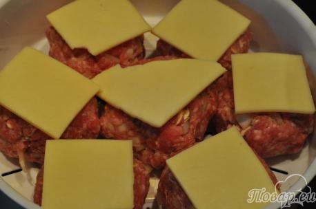 Сыр с домашними котлетами