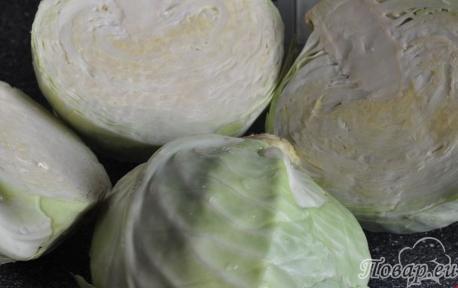 Подготовка капусты для приготовления квашеной капусты с клюквой