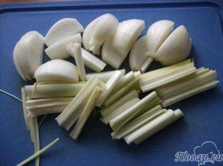 Лук и порей для приготовления рецепта лапша по-китайски