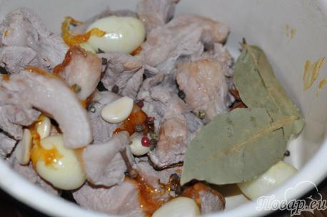 свинина для мяса по-китайски в соевом соусе в кастрюле