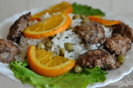 Печень пикантная с рисовым гарниром: готовое блюдо