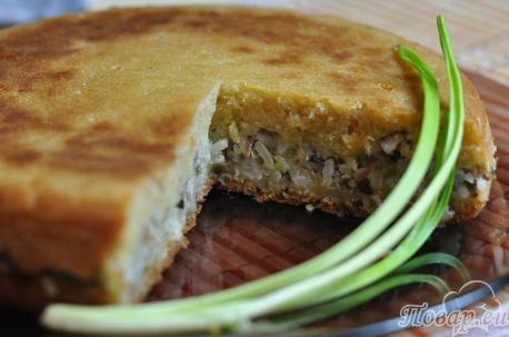 Готовый пирог с консервированной рыбой в мультиварке