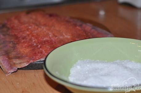 Посол красной рыбы в домашних условиях: смесь сахара и соли