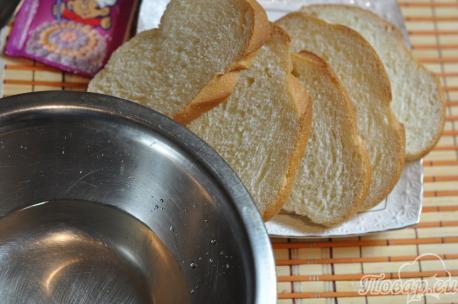 Постные гренки из белого хлеба: обмакивание