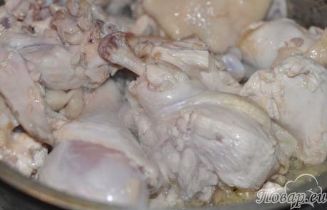приготовление чахохбили: обжаривание курицы