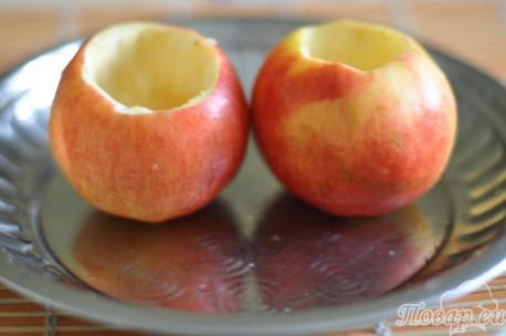 Подготовка яблок для приготовления печёных яблок в духовке