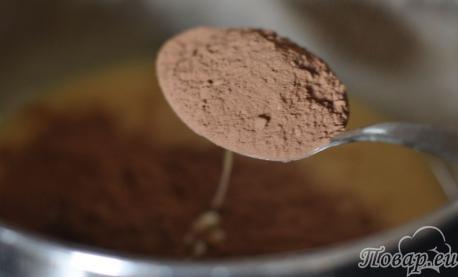 Добавление какао для приготовления торта Птичье молоко