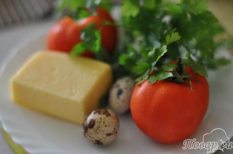 продукты для приготовления яичницы в помидоре