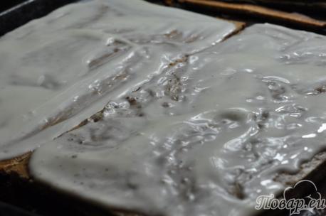 Рецепт торта Трухлявый пень: части пласта с кремом