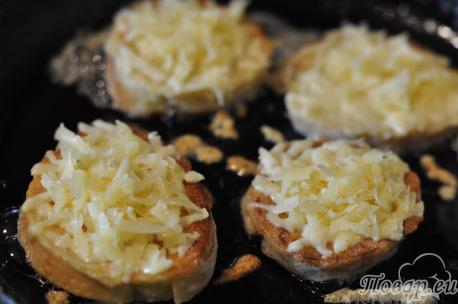 Рецепт гренок с чесноком: хлеб с сыром