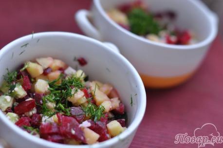 Ингредиенты по рецепту приготовления холодника в тарелке