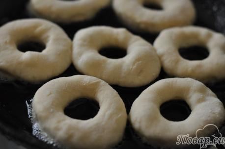 Рецепт пончиков на кефире: колечки на сковороде