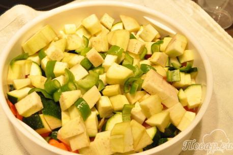 Уложенные овощи и рыба