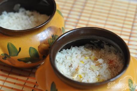Рис с курицей и овощами в горшочке: рис