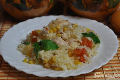 Рис с курицей и овощами в горшочке: готовое блюдо