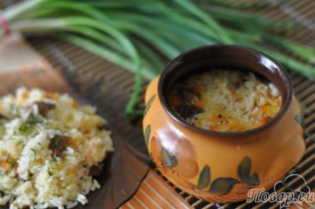 Рис со свининой в горшочках