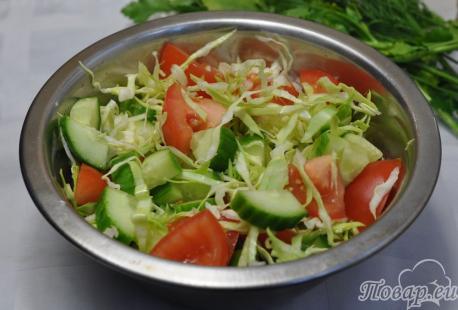 Салат из огурцов и помидоров: готовый салат