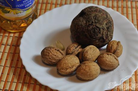 Салат из свёклы с грецкими орехами: продукты